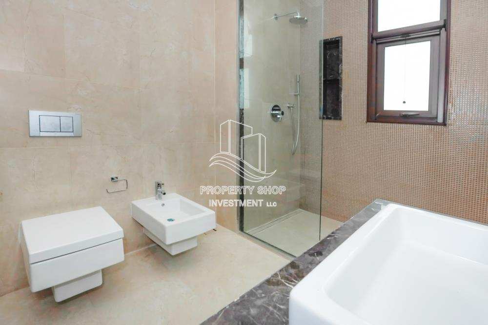 Bathroom-6BR beach mansion with 2 levels.