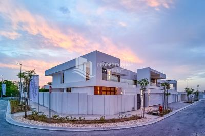 Lavish 5 Bedrooms Villa Villa with HUGE PLOT