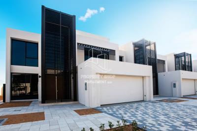 ✰ Own Your Fantastic Big Corner Plot 4+Maid Townhouse ✰