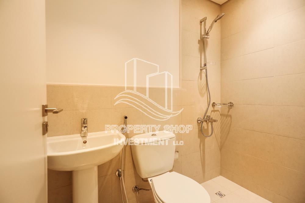 Bathroom-Spacious 3BR+M on mid floor vacant now