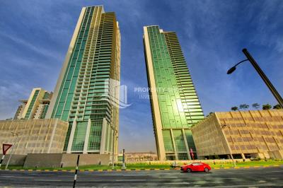 High floor Apt fully furnished with stunning sea view.