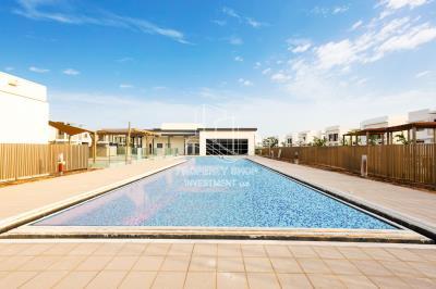 Single Row Corner 4BR villa | Stunning Location