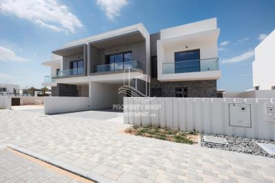 Stunning 4 Bedrooms Townhouse in Yas Acres, Yas Island