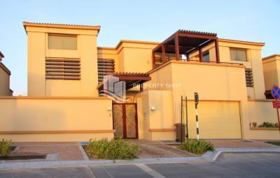 Move in 5 BD villa single row prime location