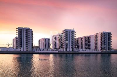 Spacious high-floor sea-facing 3BHK available for sale in Waters Edge