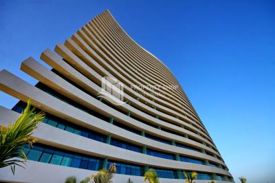 Zero transfer fees! A retail shop in Shams, Reem Island with sea view +rent refund