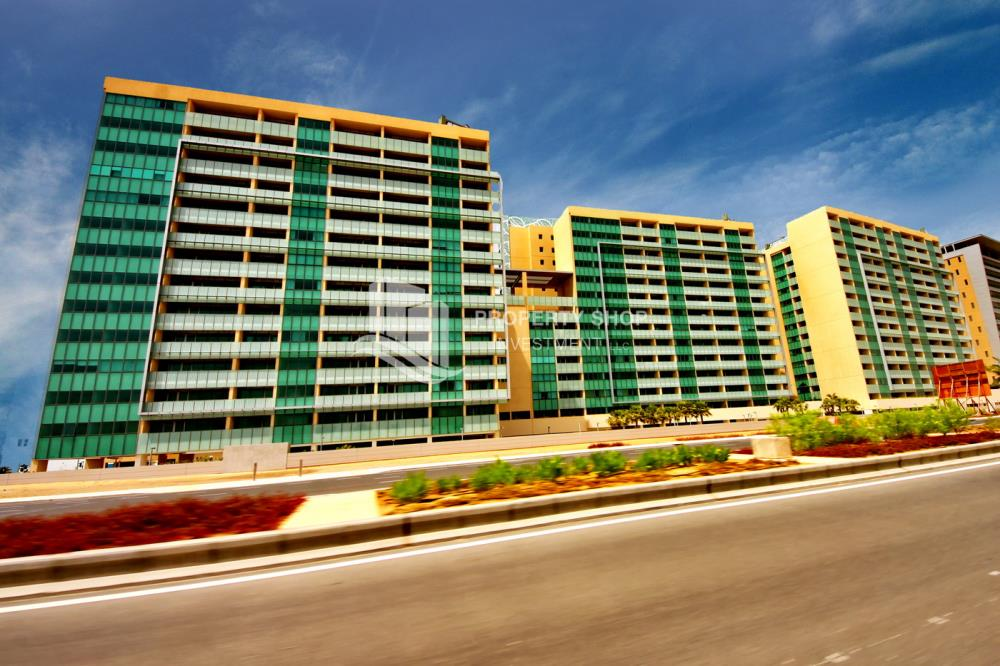 Property-3 bedroom facing Etihad Plaza with rent refund
