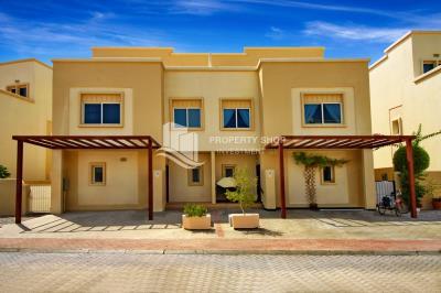 Single row, semi-corner, semi- furnished, modified 5BR villa in Arabian village with a pool, ready to move in.