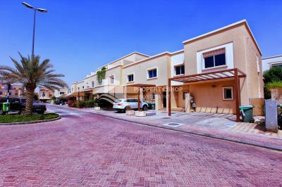 4bedrooms villa with a big plot